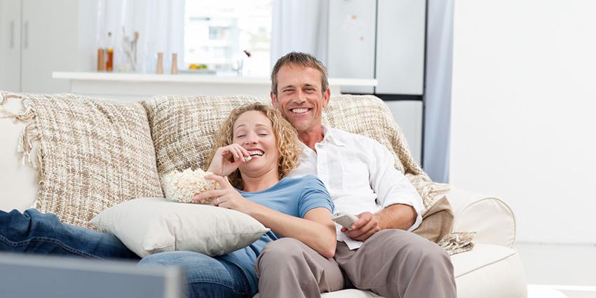 Најголемата причина поради која паровите избегнуваат да имаат секс на каучот во дневната соба