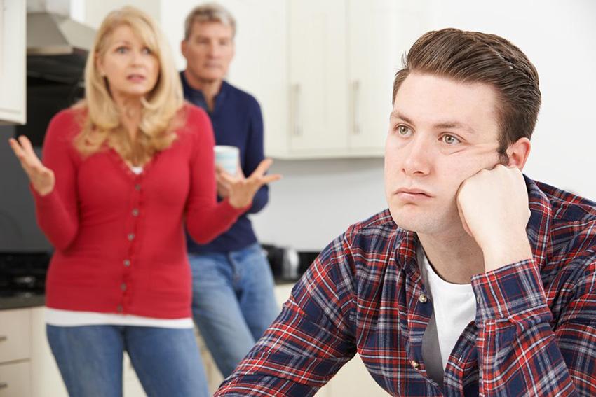 Проблеми кои ќе ги разберат само невработените дипломирани студенти кои сè уште живеат со родителите