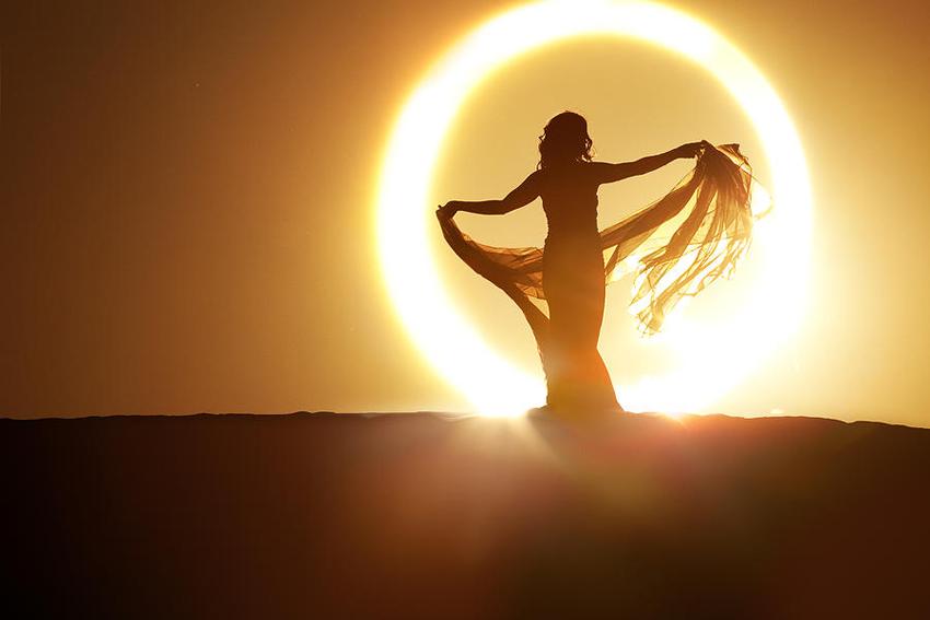 (1) Како влијаат сончевите зраци врз нашата кожа и тело?