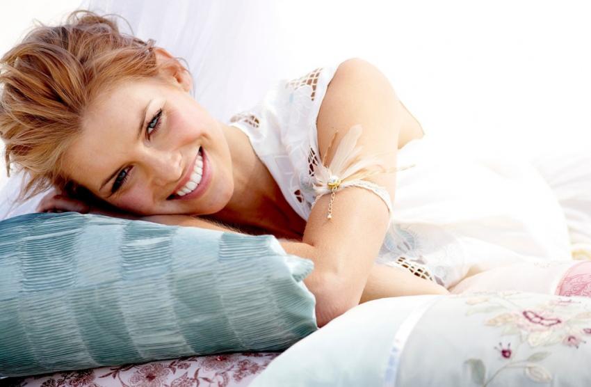 (1) Легнете на страна и капнете хидроген во затнатото уво: за 5 минути ќе почувствувате олеснување