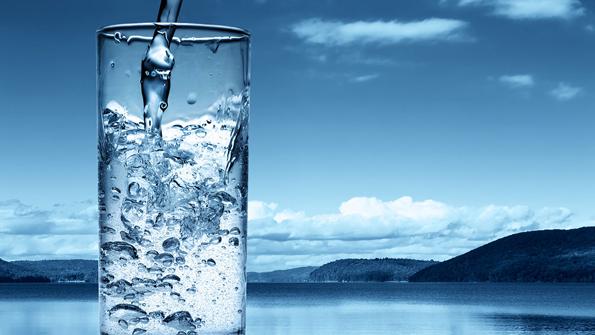 (2) Што ќе се случи со нашите тела кога 30 дена би пиеле доволно количество вода?