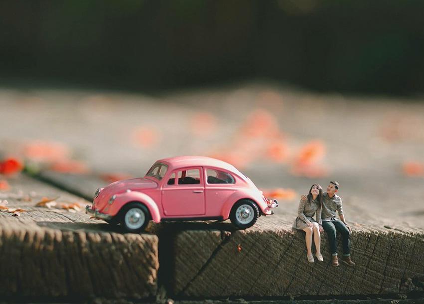 (()) Неверојатна креативност: Свадбен фотограф ги претвора младенците во минијатури