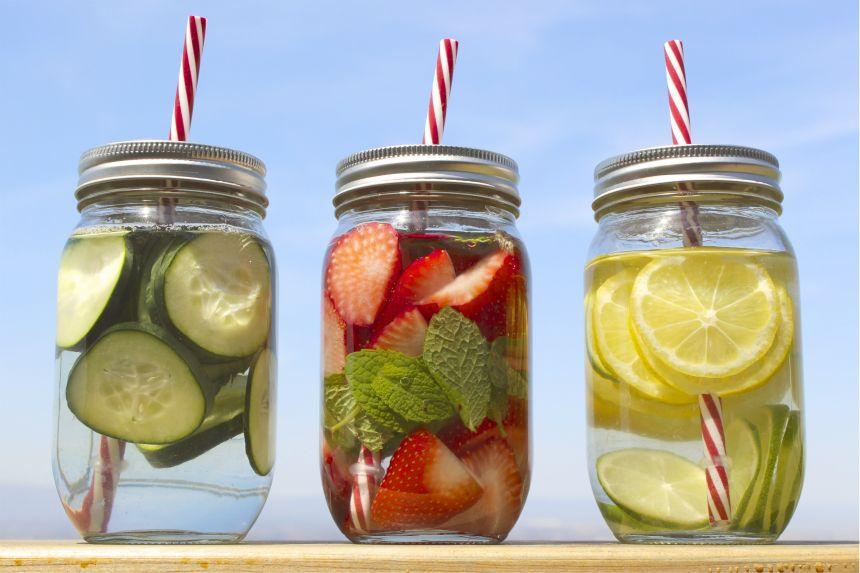 (0) Најдобрите 10 рецепти за домашна детокс вода