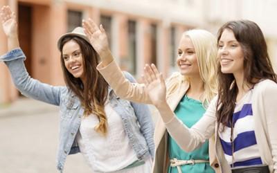 7 практични совети како веднаш да им се допаднете на луѓето со кои се запознавате