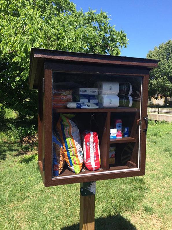 (1) Хумана идеја: Улични шкафчиња за донација на храна и средства за хигиена
