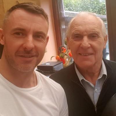 Синот на овој човек кој страда од Алцхајмерова болест нашол необичен начин да му помогне на татка си
