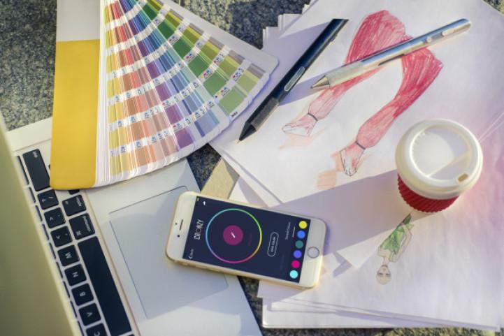 (1) Со ова пенкало можете да цртате во 16 милиони различни бои, преземени од реалниот живот