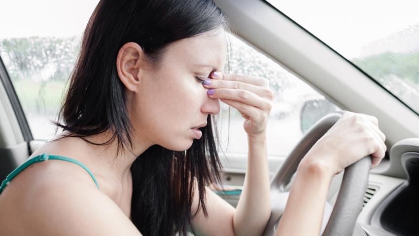 Зошто чувствуваме мачнина кога читаме додека се возиме?