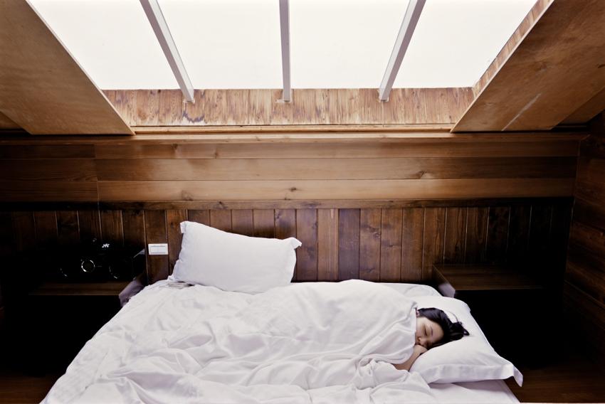 (1) Зошто треба добро да се наспиете за време на викендите?
