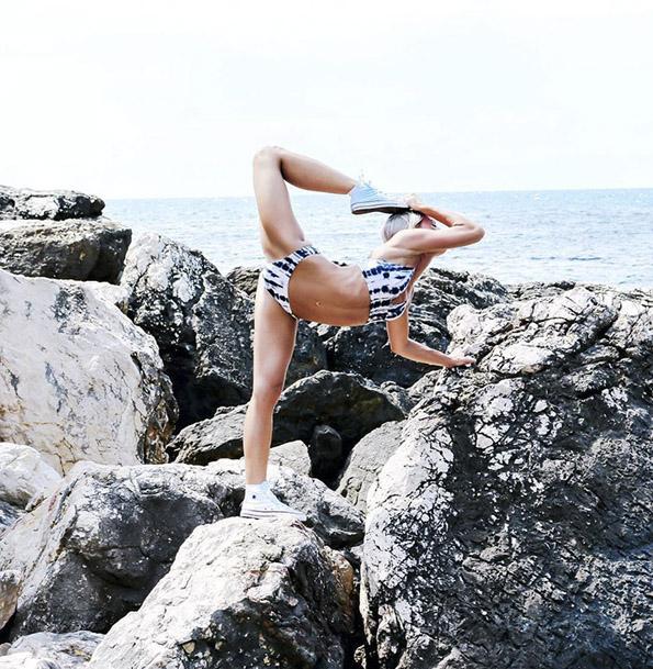 (10) Шведска пилотка го живее својот сон: Патува, вежба јога и се фотографира