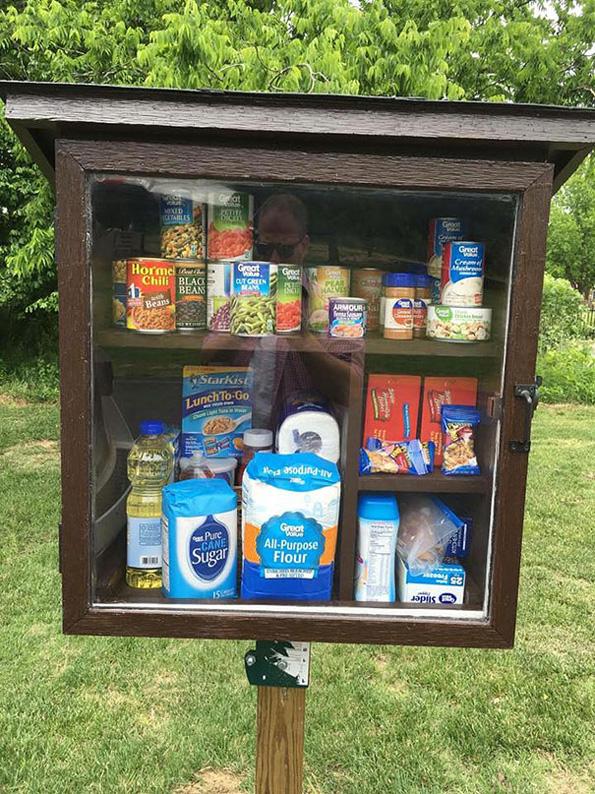 (3) Хумана идеја: Улични шкафчиња за донација на храна и средства за хигиена