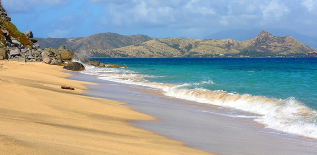 (3) Недопрена природа и неверојатна убавина: 9 најинтимни плажи во светот