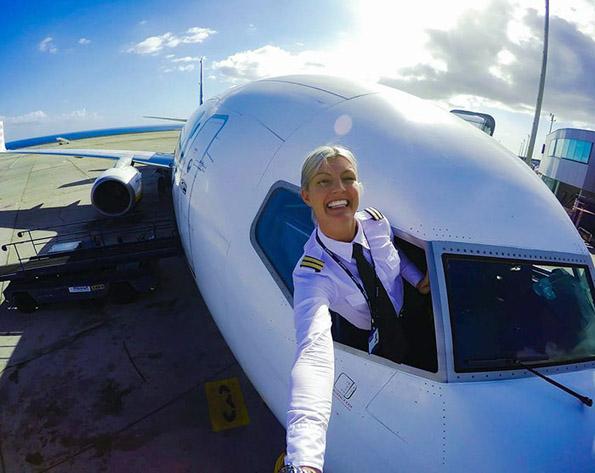 (4) Шведска пилотка го живее својот сон: Патува, вежба јога и се фотографира