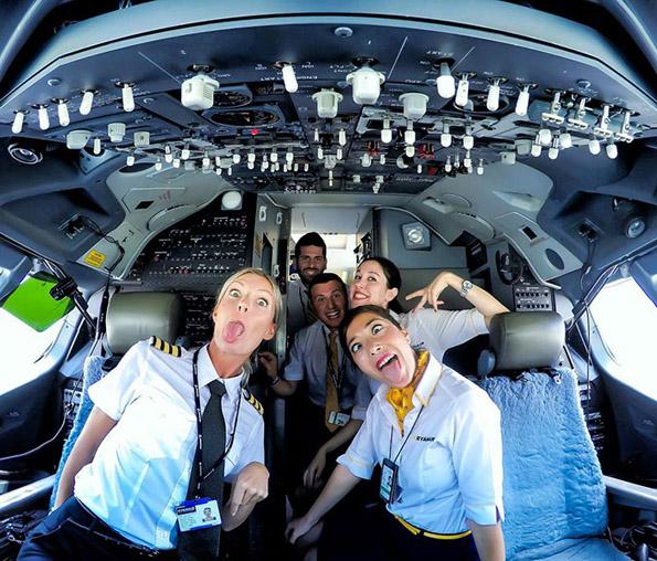 (5) Шведска пилотка го живее својот сон: Патува, вежба јога и се фотографира