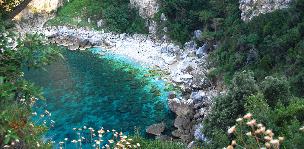 (7) Недопрена природа и неверојатна убавина: 9 најинтимни плажи во светот