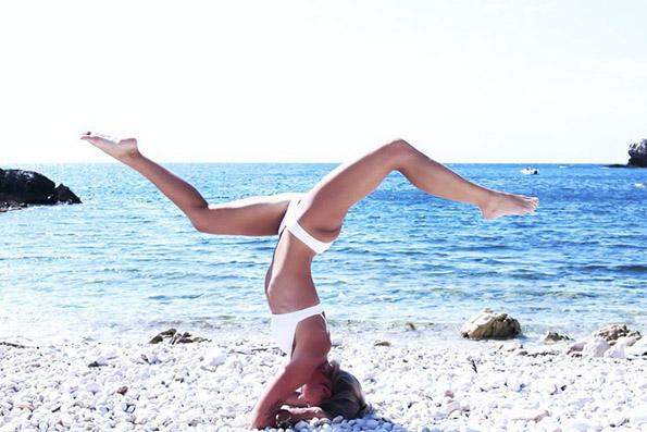 (7) Шведска пилотка го живее својот сон: Патува, вежба јога и се фотографира