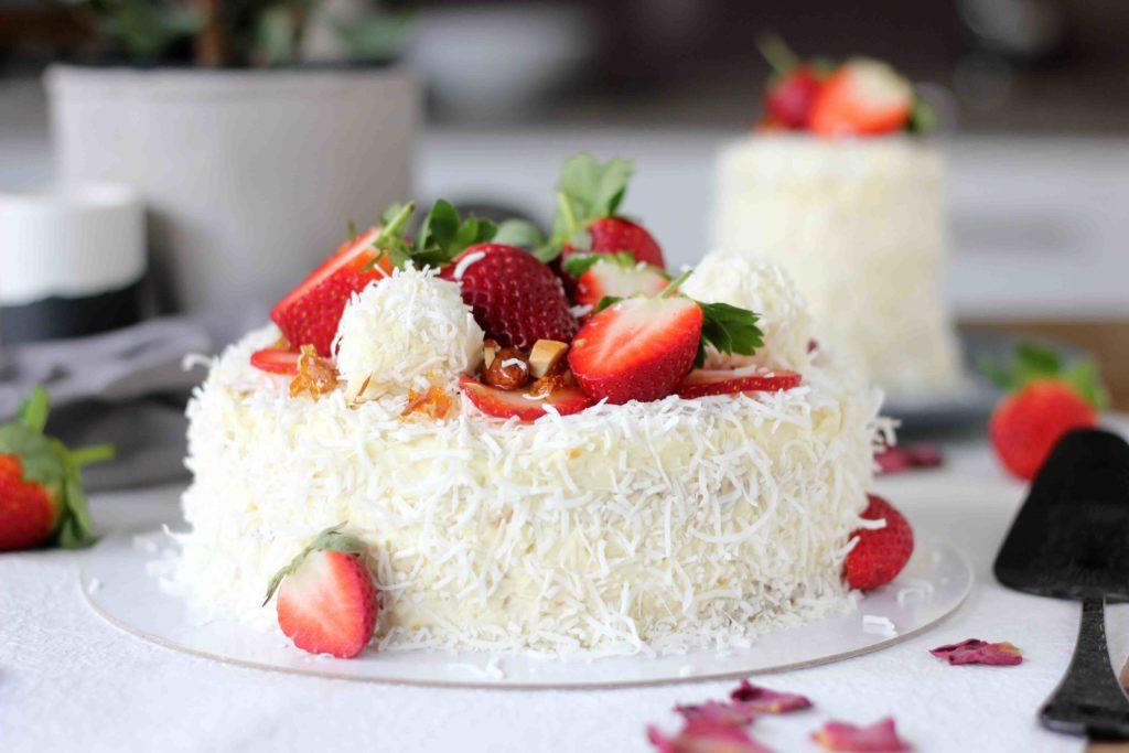 Бело чоколадо и кокос: Рафаело торта од соништата!