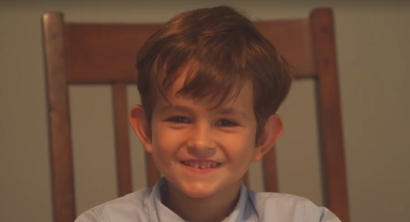 (1) 6-годишниот Алекс напишал писмо до Обама во кое го кани Омран, момчето од Сирија, во своето семејство