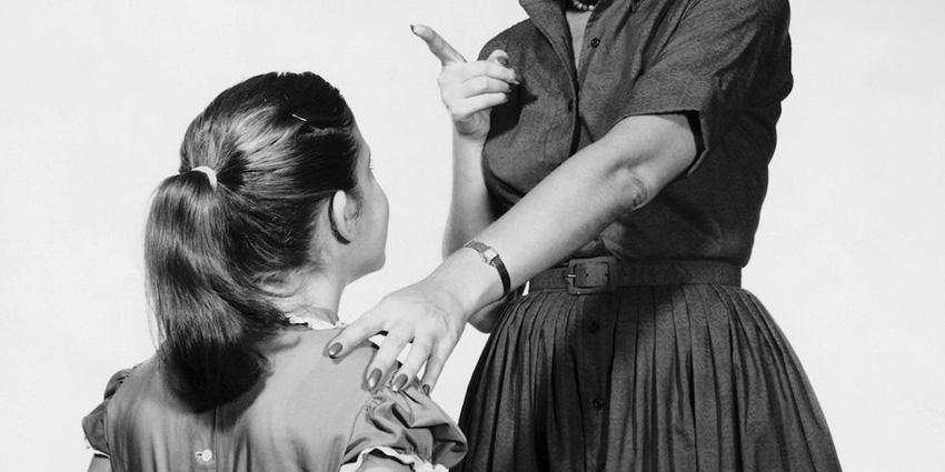 """Научно докажано: Девојките кои имаат """"напорни"""" мајки постигнуваат поголем успех во животот"""