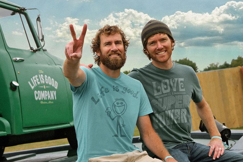 Овие браќа станале милионери благодарение на прашањето на нивната мајка