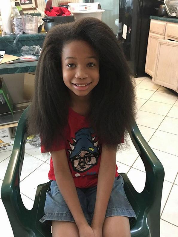 Ова 8-годишно момче поминало 2 години растејќи ја својата коса за да направи перики за децата заболени од рак