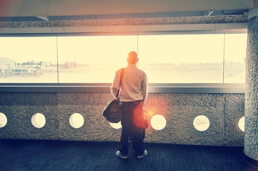 4 мисли коишто ви поминуваат низ главата кога конечно ќе се вратите во родниот град