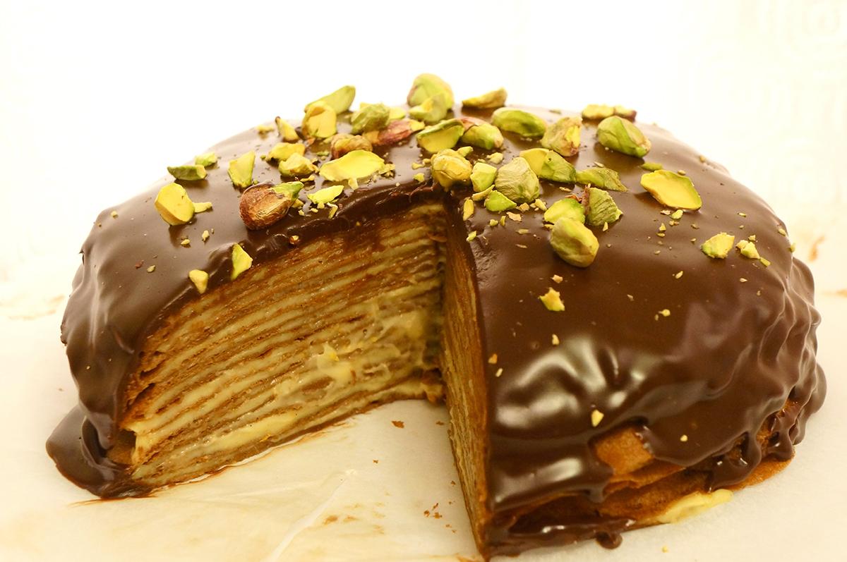 Магија од вкусови: Чоколадна торта од палачинки со вкус на портокал