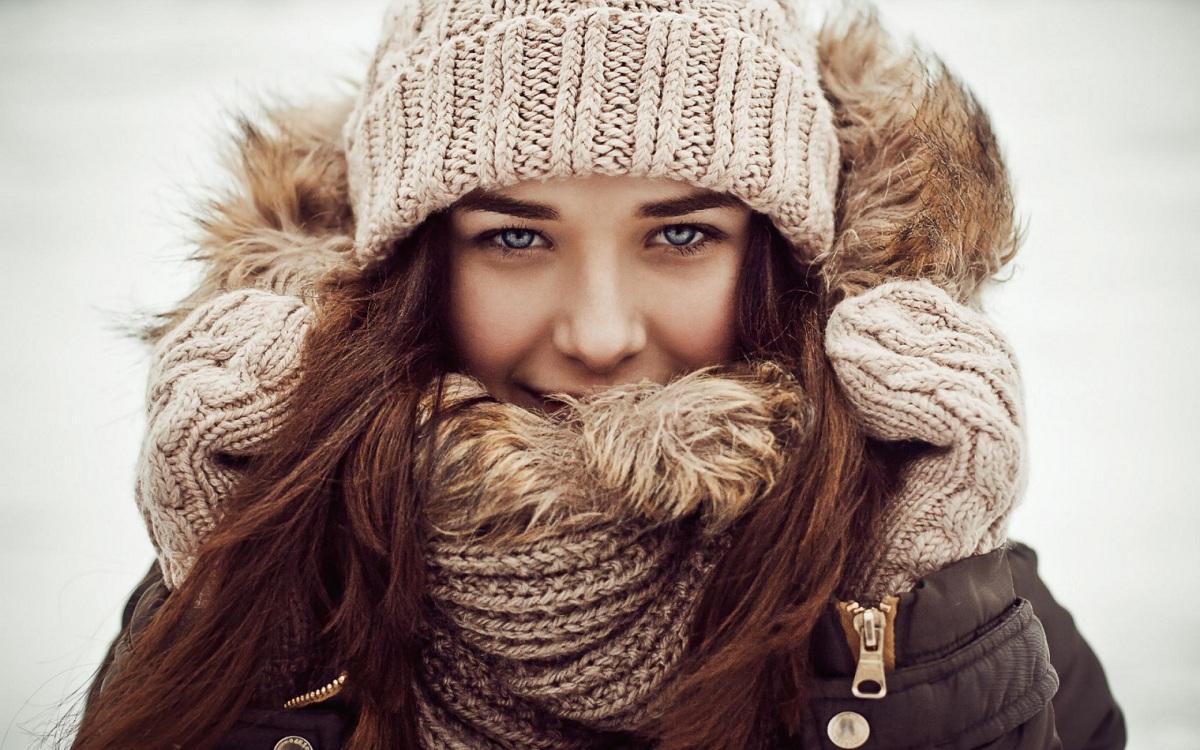 Како да се справите со вашата коса по носењето капа?