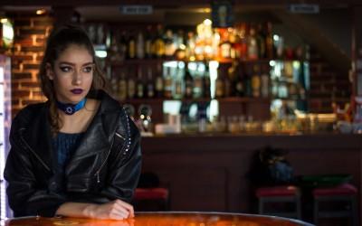 Спој на елеганција и бунтовност: Рок културата во Скопје во комбинација со префинети модни додатоци