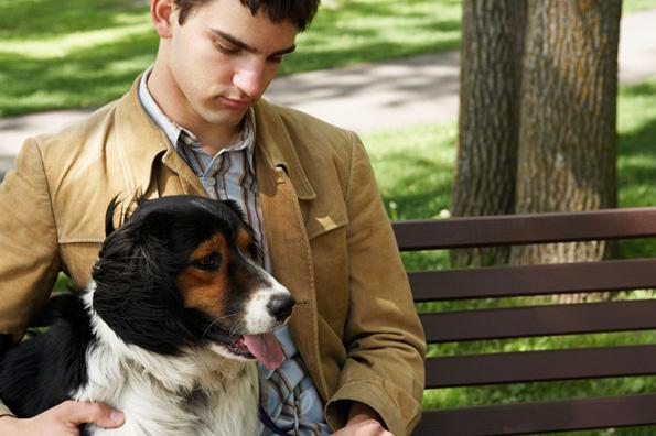 Луѓето кои чуваат куче имаат повеќе пријатели, но оние кои чуваат мачка имаат поблиски пријатели