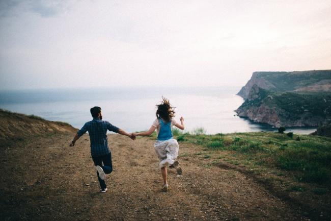 (4) Еве зошто среќните парови не зборуваат за нивната врска на социјалните мрежи