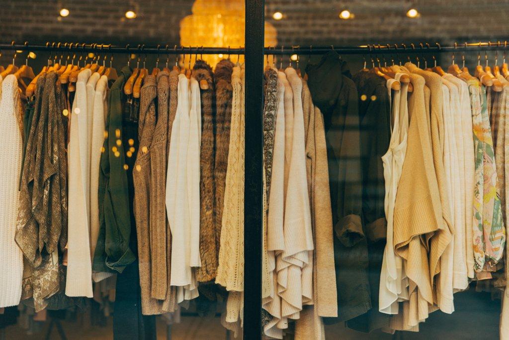 Купување есенска облека
