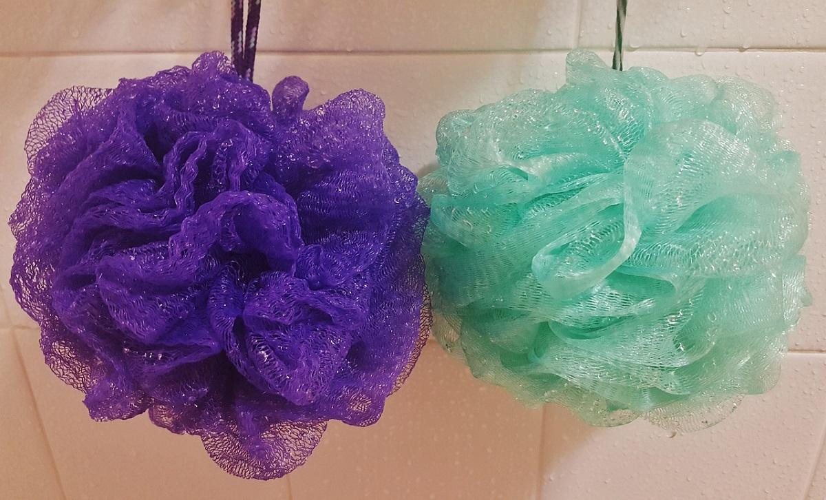 Избегнете ги бактериите: Знаете ли колку често треба да ја менувате мрежата за туширање?