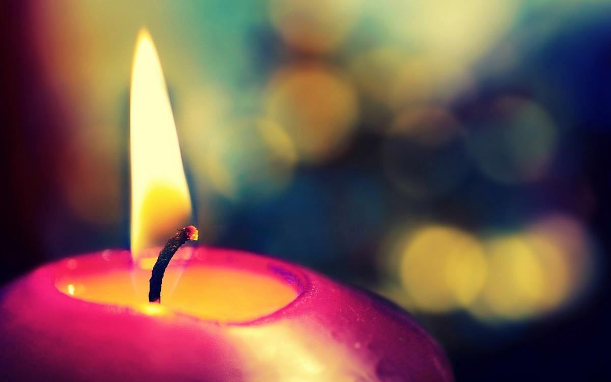 Моќта на палењето свеќи: Тие треба да се палат со намера!