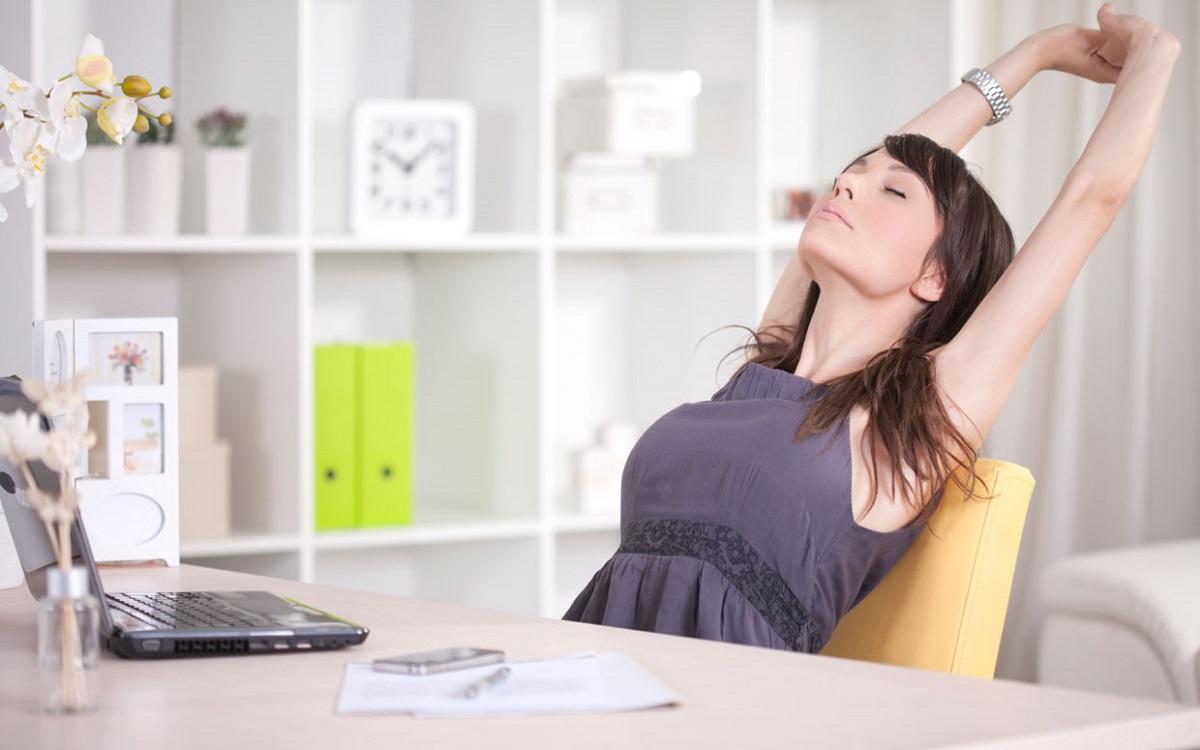 Намалете го стресот: 5 мали нешта што можете да ги направите на средина од работниот ден