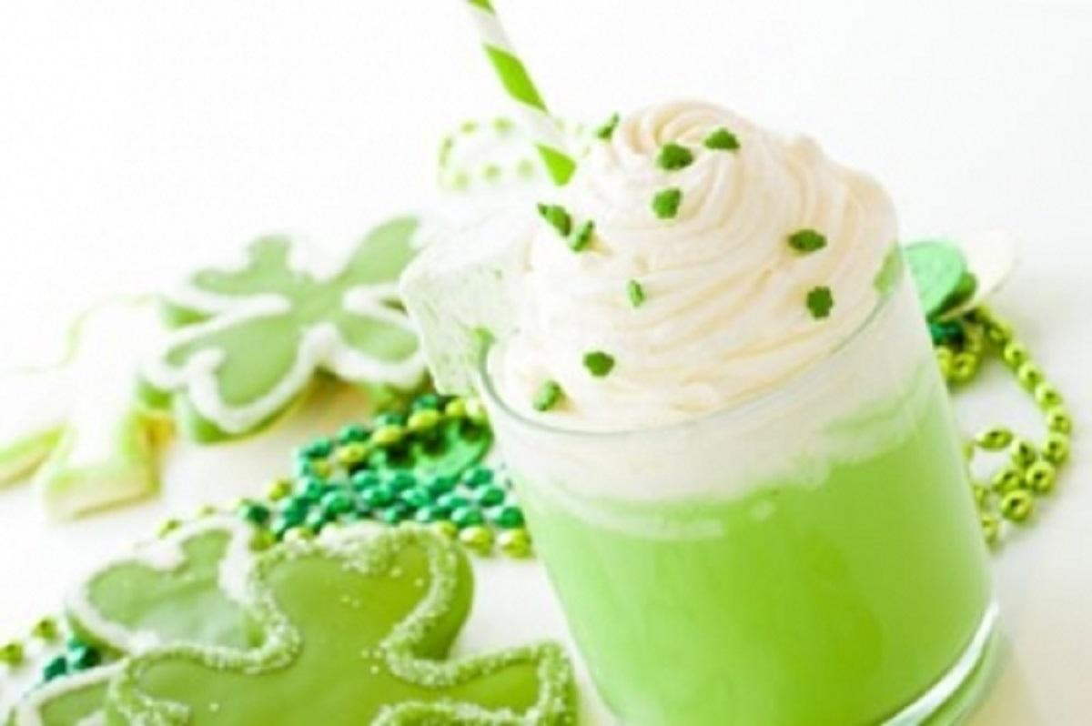 Вкусен десерт за зимските денови: Топло зелено чоколадо со шлаг