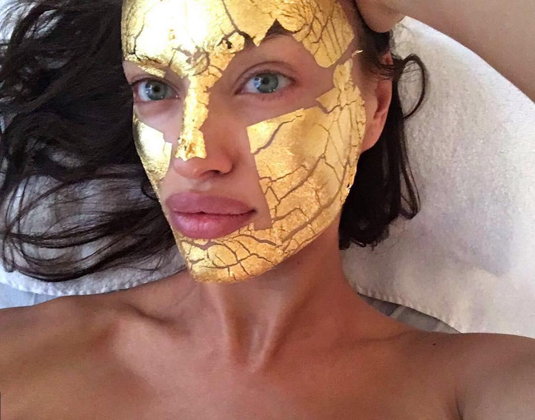 (2) 24-каратни златни маски за лице, достојни за најубавите ангели!