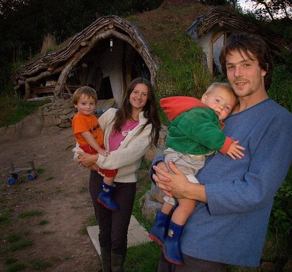 Волшебен дом: Човек изградил прекрасна куќа за своето семејство