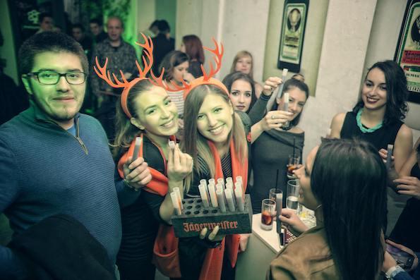 8-zhestoka-zabava-vo-soba-od-mraz-sred-skopje-kafepauza.mk