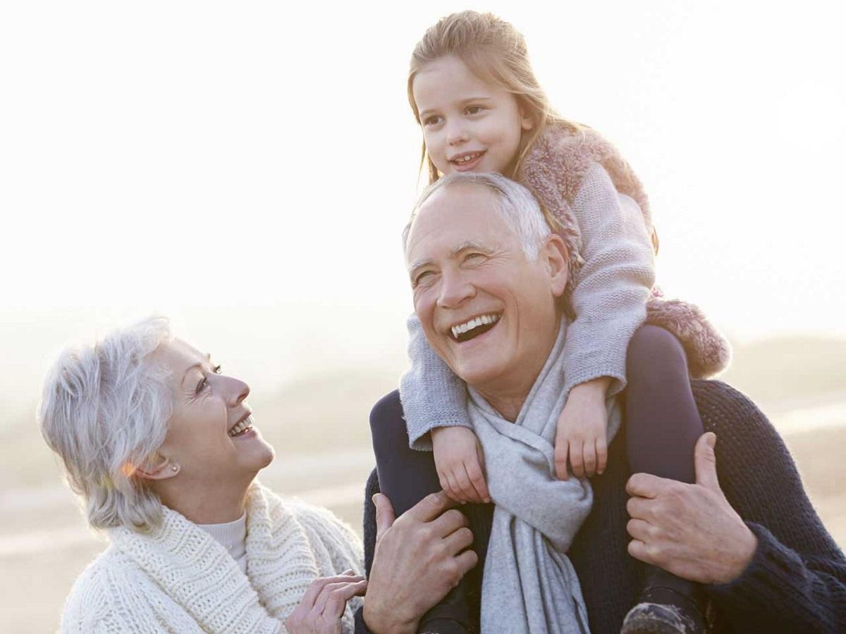6 причини зошто треба да ги посетите вашите баба и дедо во празничната сезона