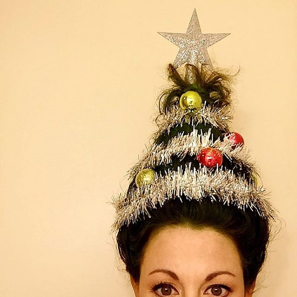 Нов бизарен, но забавен тренд за убавина: Фризура во форма на новогодишна елка