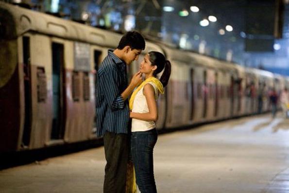 (10) Можете ли да погодите за кој романтичен филм станува збор со само 3 емотикони?