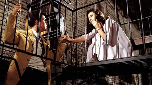 (12) Можете ли да погодите за кој романтичен филм станува збор со само 3 емотикони?