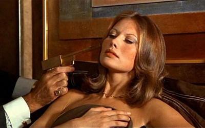 Сите убавици на едно место: Како изгледале Бонд девојките во филмовите за најпознатиот таен агент?
