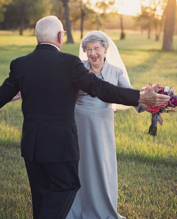 Брачен пар ја фотографира својата венчавка по одминати 70 години, а љубовта е сѐ уште присутна