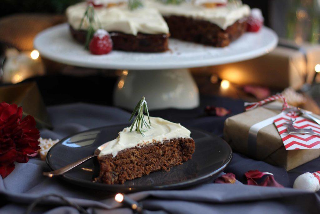 (2) Декорирајте ја трпезата за новогодишната прослава со оваа прекрасна торта