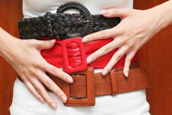 8 видови облека кои прават вашиот стомак да изгледа поголем