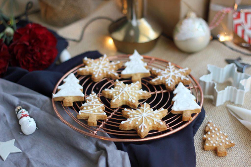 Новогодишни колачиња со ванила и бадеми