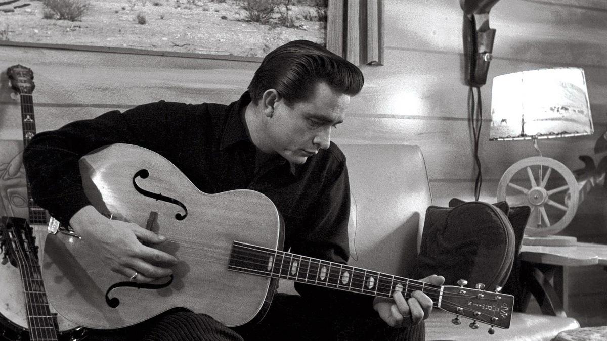 8 романтични песни од Џони Кеш што ќе го стопат срцето на вашиот сакан