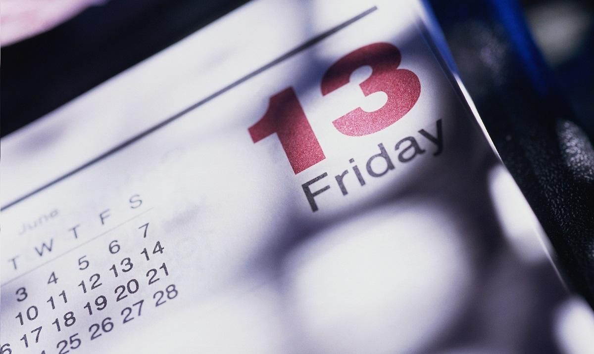Денес е петок 13-ти и има полна месечина: Што треба да очекувате?